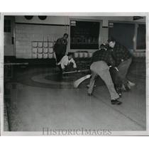 1953 Press Photo Curlers at Wauwatosa Invitation Bonspiel