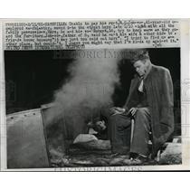 1961 Press Photo Unemployed man RC Johnson & son Robert live on street