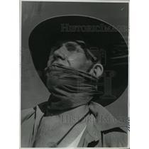 1940 Press Photo Australian Soldier Has Improvised His Protection Against Desert