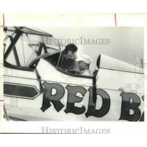 1986 Press Photo Patient gets briefed, RED BARON Squadron's pilot in Houston