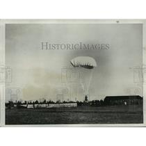 1932 Press Photo New triangle shaped parachute tested at Mitchell Field
