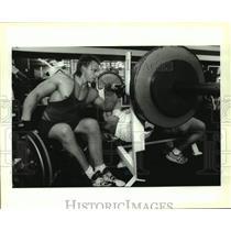 1993 Press Photo Greg Nichols spots Butch Jeansonne in the bench press