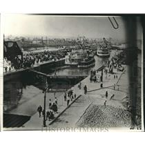 1923 Press Photo Industrial Canal busy with people - nob41217