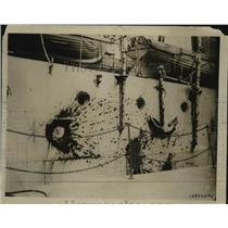 1920 Press Photo Battle scarred side of British Warship - nem71506