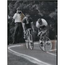 1960 Press Photo Bicycle Racers Ed Lynch And Jim Rossi At Brown Deer Park Track