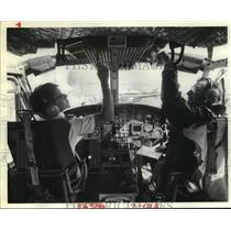 1981 Press Photo Student & teacher in cockpit of Houston Helicopters in TX