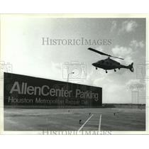 1986 Press Photo Helicopter lands at AllenCenter Parking at heliport in Houston