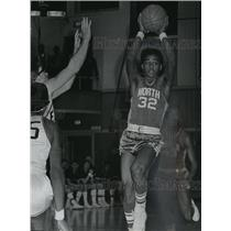 1969 Press Photo North basketball player, Harold Lee, in action - mjt04169
