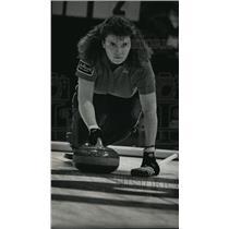 1982 Press Photo United States Women's Team Curler Jan Lagasse Releasing Stone