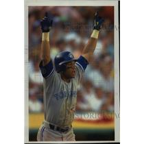 1992 Press Photo Toronto baseball player, Roberto Alomar, celebrates home run