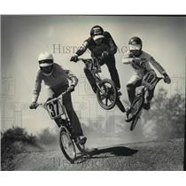 1985 Press Photo BMX bicycle racers on the Table Jump during race at The Ranch