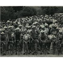 """1986 Press Photo Participants in the """"Superweek"""" bicycle races, Milwaukee County"""