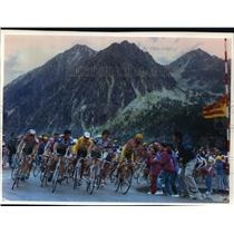 1993 Press Photo Bicycle racers and spectators during Tour de France - mjt02921
