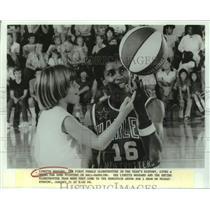 Press Photo Harlem Globetrotters basketball player Lynette Woodard - sas16200