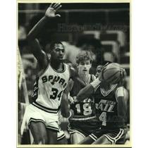 1985 Press Photo San Antonio Spurs and Utah Jazz play NBA basketball - sas14992
