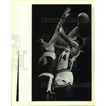 1986 Press Photo San Antonio Spurs and Seattle SuperSonics play NBA basketball