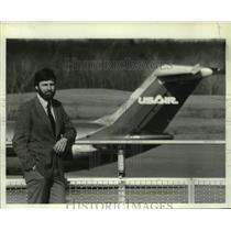 1984 Press Photo Anthropologist Lawrence Schell at Albany, NY County Airport