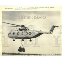 Press Photo American Air Force Long Range Helicopter lifts bulldozer - lrx06762