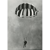 1973 Press Photo Hanging Below Parachute Sky Diver Descends To Landing Zone