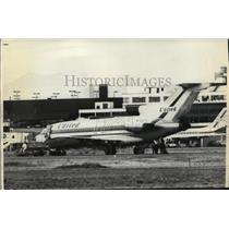 1972 Press Photo FBI agent approaching hijacked United Air Lines plane