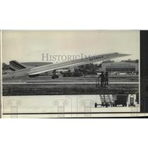 1976 Press Photo Air France Concorde leaves Andrews Air Force Base, Washington