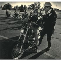1986 Press Photo Robert Roob, teaches others motorcycle classes, Port Washington