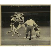 1981 Press Photo The Astros and Dodgers play Major League Baseball - sas11611