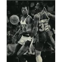 1984 Press Photo Milwaukee Bucks player Terry Cummings in basketball action