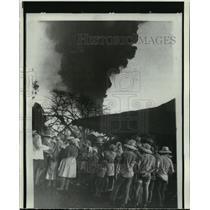 1971 Press Photo Villagers plan evacuation from Nicaragua's Cerro Negro volcano