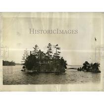 1937 Press Photo Zavikon Island Tiniest Bridge Stripes - RRX66567