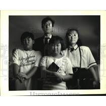 1992 Press Photo Korean Immegrants, Young Su Kang and Sun Hee Kang with children