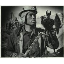 1970 Press Photo Roy Paul Joseph with his devil-warrior sculpture - nob60771