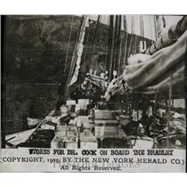 1909 Press Photo Stores For Dr. Cook On Board Bradley - RRW78207