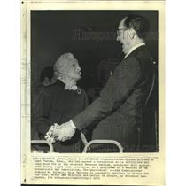 1972 Press Photo Vivien Kellems, long-time IRS foe, meets IRS Commissioner