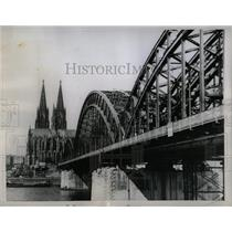1958 Press Photo Famed Cologne Cathedral Germany River - RRX78925