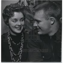 1955 Press Photo Dixie Ann Sarchet and Harvey Kuenn at Kuenn's home,West Allis.