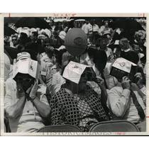 1969 Press Photo Air show spectators cover heads in Houston heat - hca34982