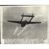 1956 Press Photo DeHavilland Vampire jet fighter trainer firing rockets