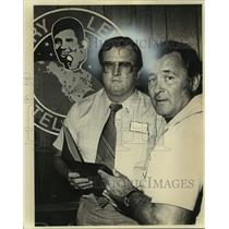 Press Photo Red McCombs and San Antonio labor official Connie Truss - sas17331