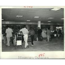 1980 Press Photo Passengers wait to check in at Terminal B at Houston airport