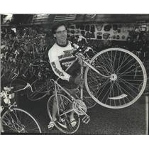 1983 Press Photo Milwaukee cyclist Brent Emery relaxes at his family's bike shop