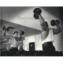1987 Press Photo Milwaukee bodybuilder Phil Demski works out - mjt06925