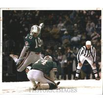 1993 Press Photo Miami Dolphins football's Pete Stoyanovich kicks field goal