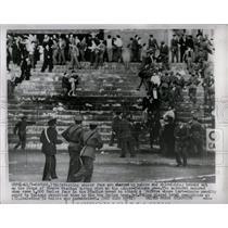 1955 Press Photo Rioting Soccer Fans Vomero Stadium - RRX78069