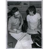 1972 Press Photo Rosalie Sullivan Grace Schafer Women - RRX48765
