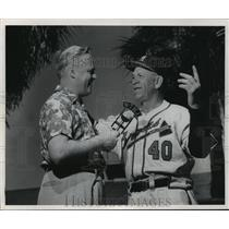 1954 Press Photo Bob Hess and Charlie Grimm - mjt12644
