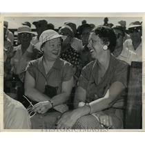 1955 Press Photo Mrs. Charlie Grimm, Mrs. Henry Tibbe at Braves camp, Florida.