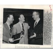 1955 Press Photo Olympians Bob Richards & Don Laz with Ralph Edwards, Hollywood