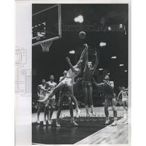1963 Press Photo Marquette's Lee Borowski leaps and stretches to tip a rebound.