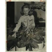 1975 Press Photo Mrs. Joe Brady, Jr. works onball to benefit Museum of Art, AL